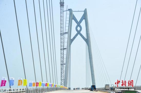 港珠澳大桥拱北隧道贯通 难度规模创数项纪录