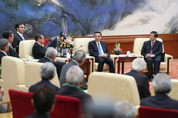 Chinese Premier Li Keqiang said Monday, during a meeting with a business delegation from Japan, that China stands ready to bring ties with Japan back to the right track of development.