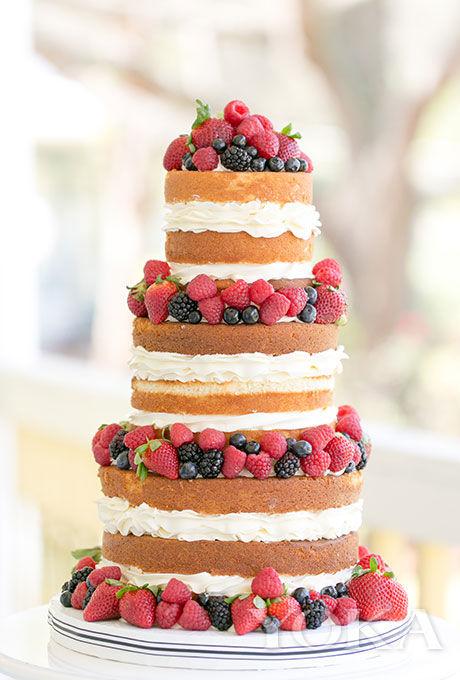 蓝莓,草莓和覆盆子混合水果香草味三层裸蛋糕