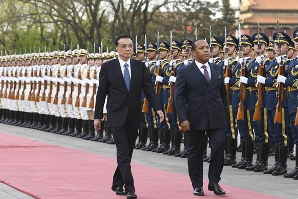 رئيس مجلس الدولة الصينى يعقد محادثات مع نظيره من ساو تومى وبرنسيب لبحث أوجه التعاون الثنائى