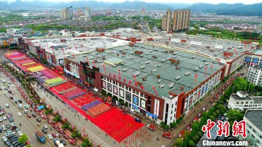 """解读浙江花园村""""红木现象"""":无中生有的产业传奇"""