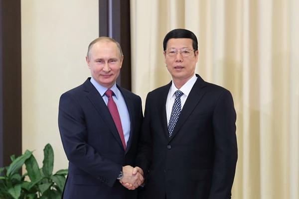 الصين وروسيا تتفقان على تعزيز توسيع التعاون في مجالات الاستثمار والطاقة