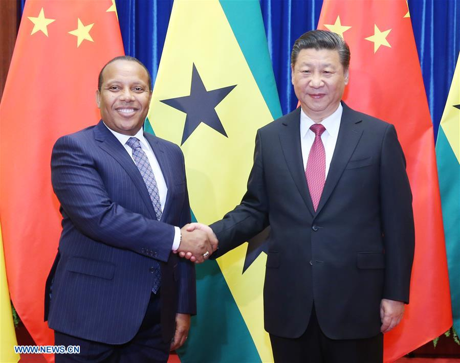 Chinese President Xi Jinping (R) meets with Sao Tome and Principe Prime Minister Patrice Trovoada in Beijing, capital of China, April 14, 2017. (Xinhua/Yao Dawei)