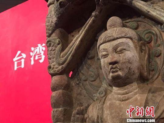 邓峪石塔位于山西省榆社县邓峪村,是中国古代石刻艺术精品。1996和1998年,塔刹和塔身先后被盗。 胡健 摄