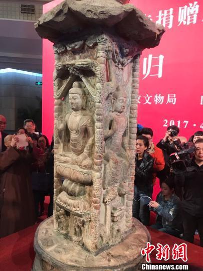 邓峪石塔雕刻于唐开元八年(公元720年),高3.2米,圆座方柱形,自下而上由底座、塔身、塔檐(带平座)、塔刹四部分套合而成。 胡健 摄