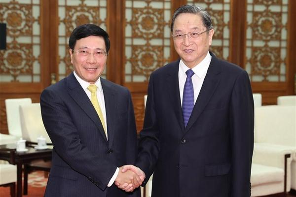 كبير المستشارين السياسيين الصينيين يلتقي بنائب رئيس الوزراء الفيتنامي