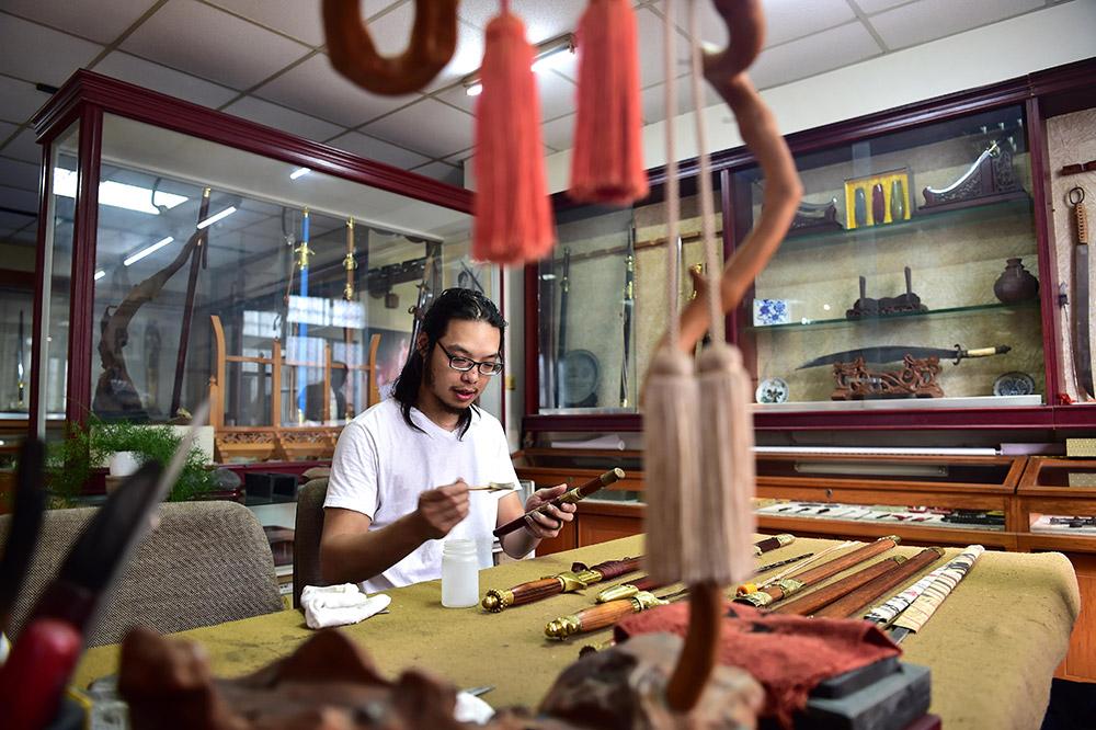 Chen Zhongzhi : pour la préservation et la transmission de l'art artisanal du forgement de l'épée