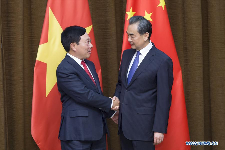 Chinese Foreign Minister Wang Yi (R) meets with Vietnamese Deputy Prime Minister and Foreign Minister Pham Binh Minh in Beijing, capital of China, April 18, 2017. (Xinhua/Cui Xinyu)