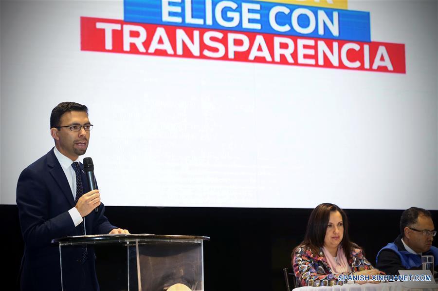 QUITO, abril 18, 2017 (Xinhua) -- El presidente del Consejo Nacional Electoral (CNE), Juan Pablo Pozo (i), participa durante una conferencia de prensa en el marco del recuento público de 3,865 actas que representan 1,275,450 votos de la segunda vuelta presidencial del 2 de abril, en la ciudad de Quito, capital de Ecuador, el 18 de abril de 2017. El Consejo Nacional Electoral (CNE) de Ecuador proclamó el martes de manera oficial la victoria del oficialista Lenin Moreno, como ganador de la segunda vuelta de las elecciones presidenciales del 2 de abril tras concluir el reconteo público de 3,865 actas objetadas. (Xinhua/Santiago Armas)