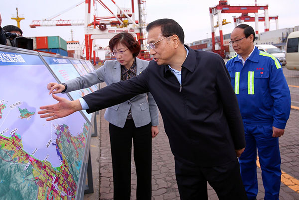 Li Keqiang visited Weihai, a port city in Shandong province on  April 19, 2017.[Photo/china.com.cn]