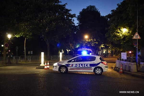 مقتل شرطي وإصابة آخر في إطلاق نار بباريس
