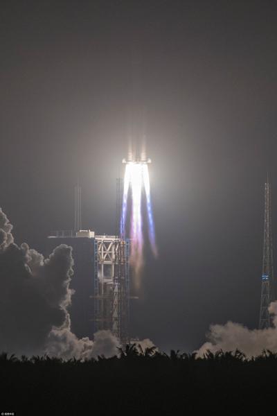 La Chine lance son premier vaisseau-cargo