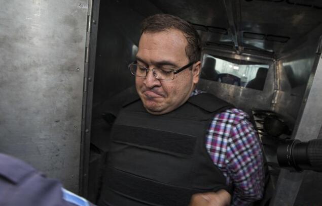 México arresta a funcionarios fugitivos de alto nivel