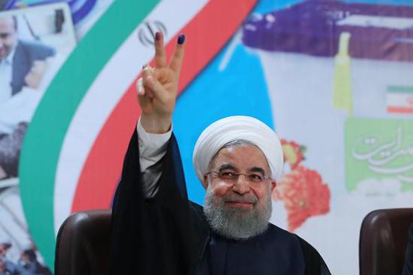 Rohani et Raisi candidats, Ahmadinejad refusé