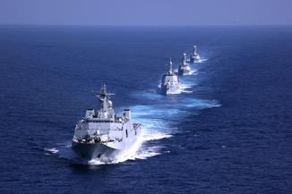 壮观的海军新型舰艇编队。 甘俊 摄