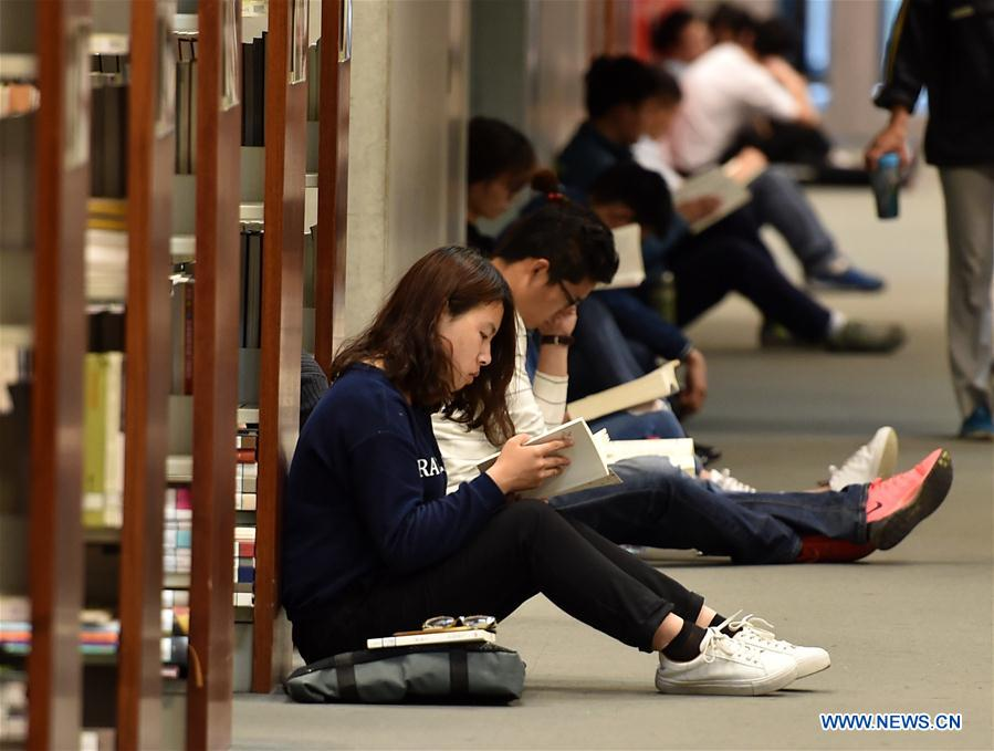 Citizens read books in the National Library of China in Beijing, capital of China, April 23, 2017. The World Book Day falls on Sunday. (Xinhua/Zhang Chenlin)