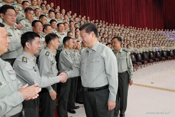 الرئيس شي يتفقد مقر قيادة القوات البرية لمنطقة العمليات الجنوبية ويتعهد ببناء جيش قوي