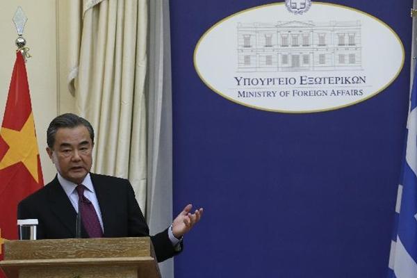 وزير الخارجية الصيني يحث على اتباع صوت السلام والعقل بشأن قضية شبه الجزيرة الكورية