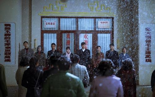 1994年11月13日,王府井书店最后一天营业,读者前来送别。