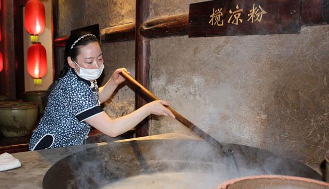 川北凉粉文化博物馆中展示的凉粉制作工艺