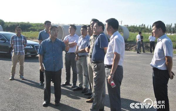 2015年8月,天津中医药大学张伯礼校长考察新校区国际教育区,对硬件设施进行指导。