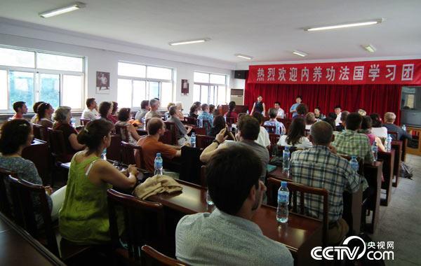 2015年于河北省医疗气功医院 内养功法国团