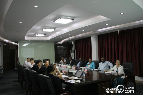 2015年7月19日,马拉维代表团在广州中医药大学科技产业园就传统医药合作等展开座谈。