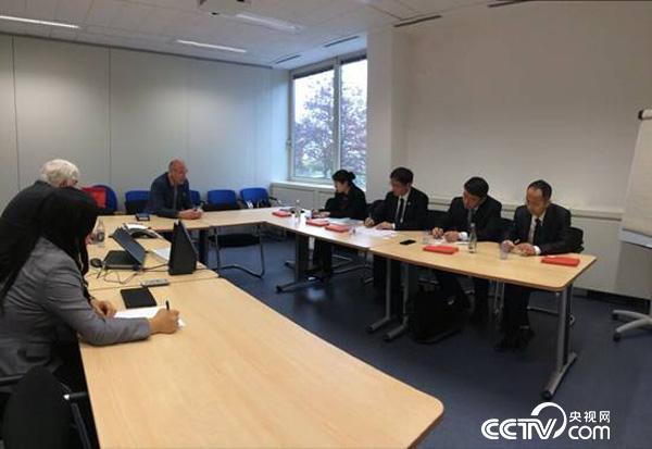 """2015年5月""""中-卢中医药中心""""项目管理小组联合药企代表赴卢森堡健康研究院与合作方确定了合作协议细节。"""