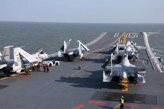 """中国首艘航空母舰""""辽宁舰""""配备歼-15舰载机-NO.2航母来啦,舰载机"""