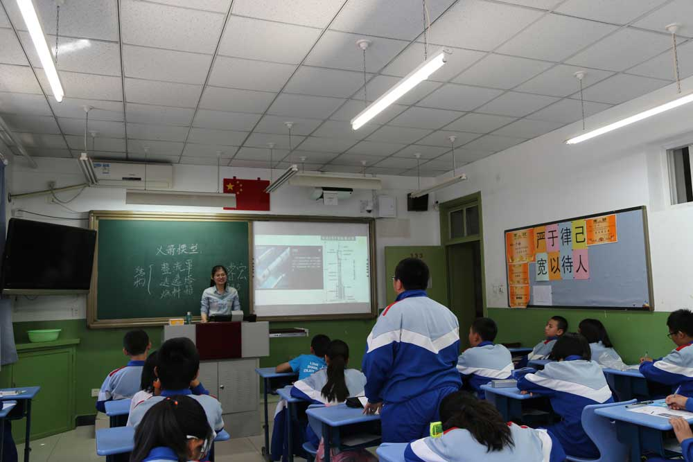 Science teacher Ma Ruihong teaches students about the structure of rockets at Beijing Xicheng Foreign Languages School on April 26, 2017.