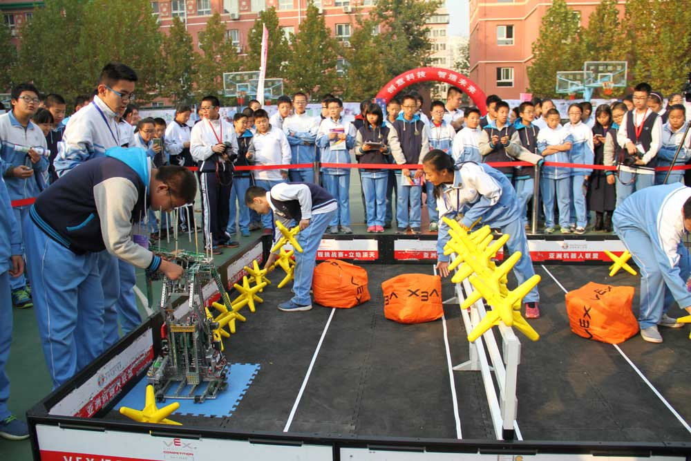 A sci-tech festival held at Beijing No.57 Middle School in November, 2016