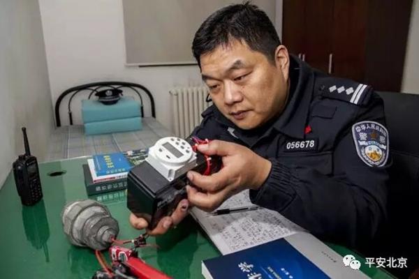 سبر حياة خبير المتفجرات في بكين