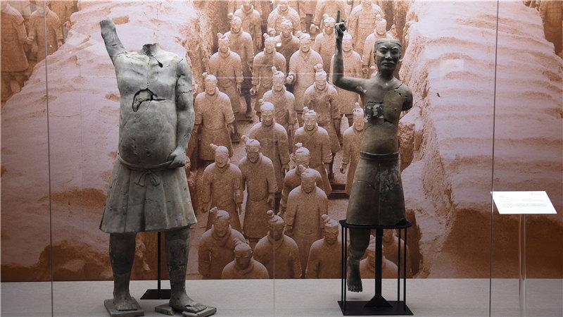 此次展览由国家大剧院与陕西省文物局合力推出,携近300件稀世乐舞珍宝亮相,其中一级文物占到约42%罗晓光/摄
