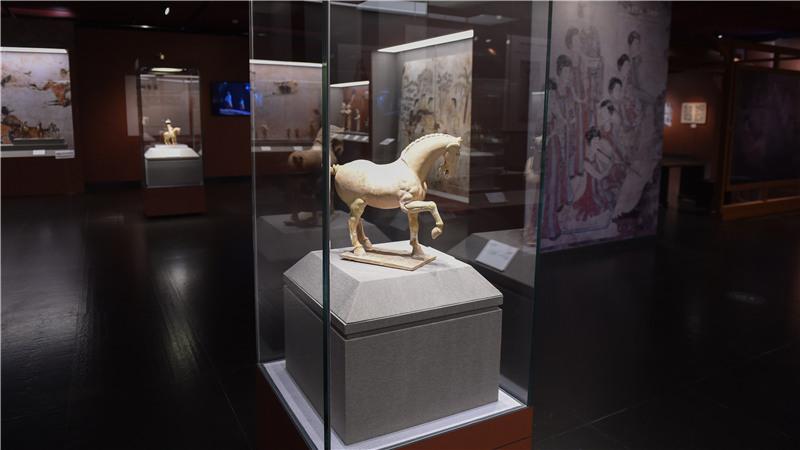 展览围绕陕西古代音乐、舞蹈、百戏等内容,反映出各朝代异彩纷呈的表演艺术特征和风格罗晓光/摄