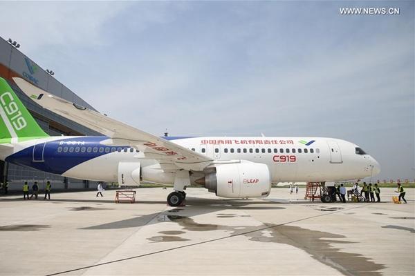 أول طائرة ركاب كبيرة من صنع الصين تستعد رحلتها الأولى