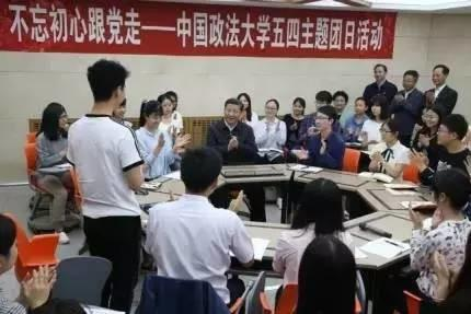 2019-05-22,习近平在中国政法大学考察。新华社记者 姚大伟 摄