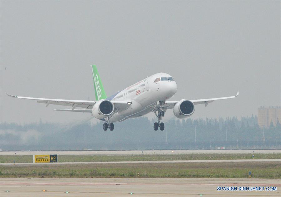 Vuelo inaugural del C919, el primer gran avión de pasajeros desarrollado por China