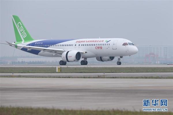 """إقلاع أول طائرة ركاب صينية كبيرة من طراز """"سي 919"""" والمصنوعة محليا بالكامل"""
