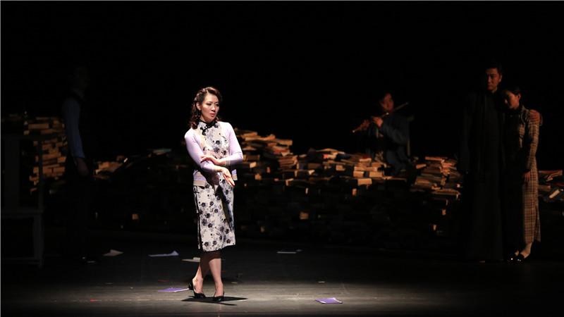 李六乙导演作品《小城之春》改编自费穆导演1948年同名经典电影,图为《小城之春》剧照