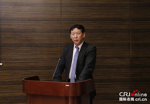 盘古智库学术委员会名誉主任、中共中央对外联络部原副部长于洪君在致辞。金近 摄