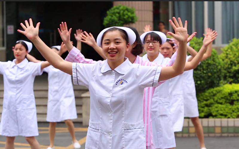 """护士们通过""""快闪""""展示医护群体形象"""