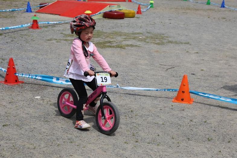 中国山地自行车公开赛 萌娃组气氛活泼