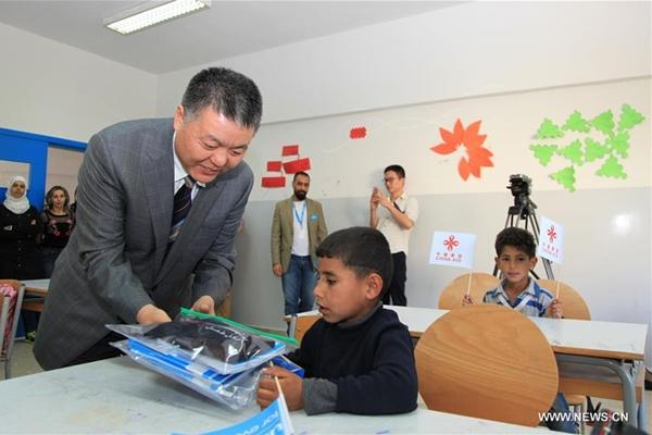 الصين تقدم مساعدات تربوية للنازحين السوريين في لبنان