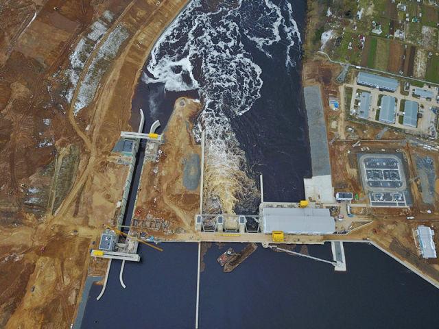 4月19日在白俄罗斯维捷布斯克拍摄的电站枢纽区全景。由中国电力工程有限公司承建的维捷布斯克水电站2013年开始导流施工,计划于今年7月完工交付当地能源局。新华社记者 白雪骐 摄