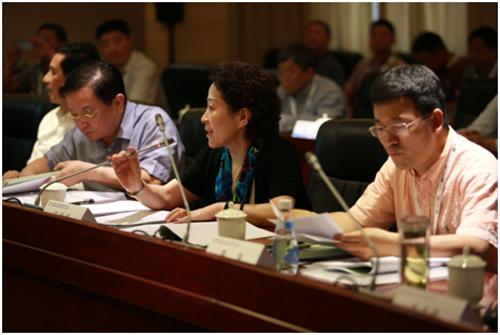 中国中药协会秘书长 全国中药标准化技术委员会秘书长王桂华主持会议