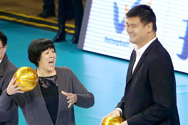 Lang Ping and Yao Ming open a volleyball match in Shanghai in this Oct 28, 2016 file photo. [Photo/Xinhua]