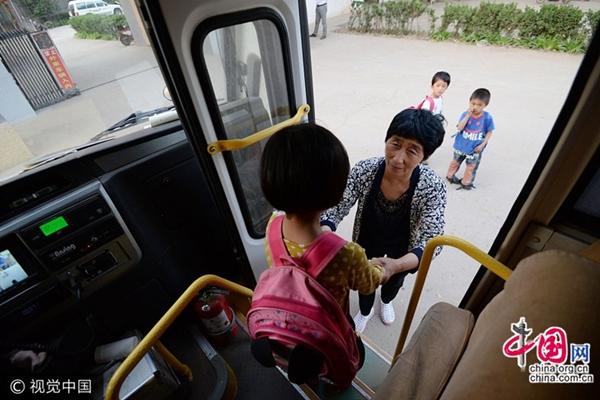 """""""الأم الحنونة"""" وأطفالها ال26 في شمال الصين"""