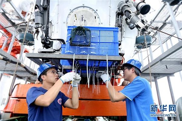 غواصة مأهولة صينية ستصل إلى أعمق نقطة على سطح الأرض