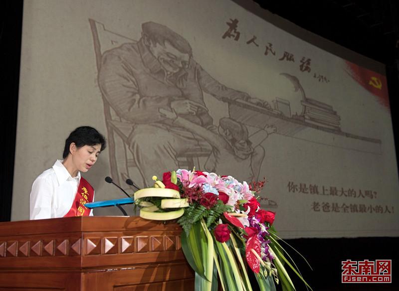 报告团成员、廖俊波同志妻子林莉