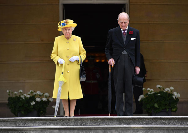 Man with knife arrested near Buckingham Palace